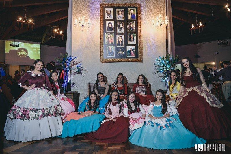 Galeria de fotos 40º Baile da Prenda Jovem do Sentinela dos Cerros